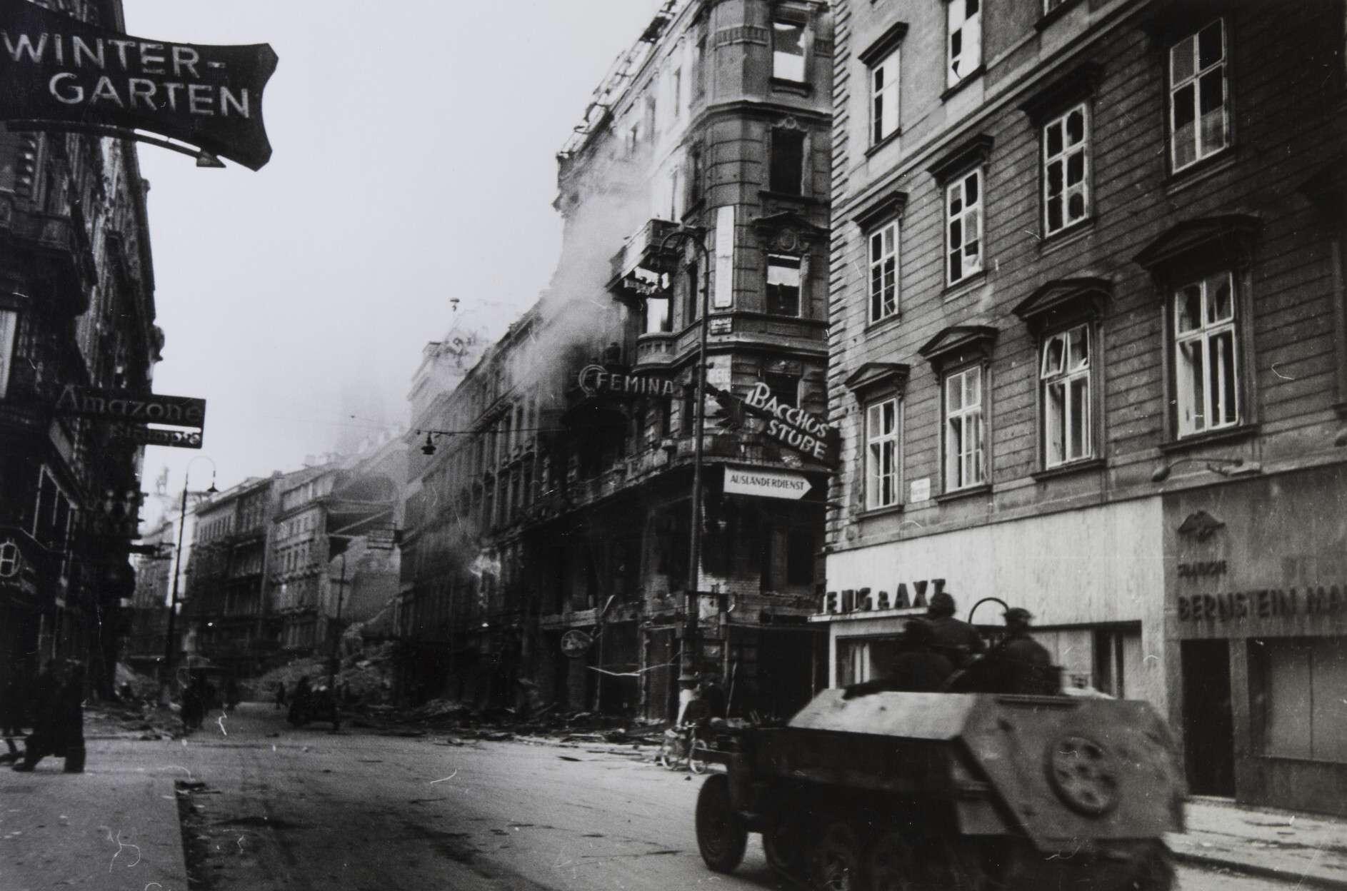 Евгений Халдей.    Бои за Вену   Австрия, 1945