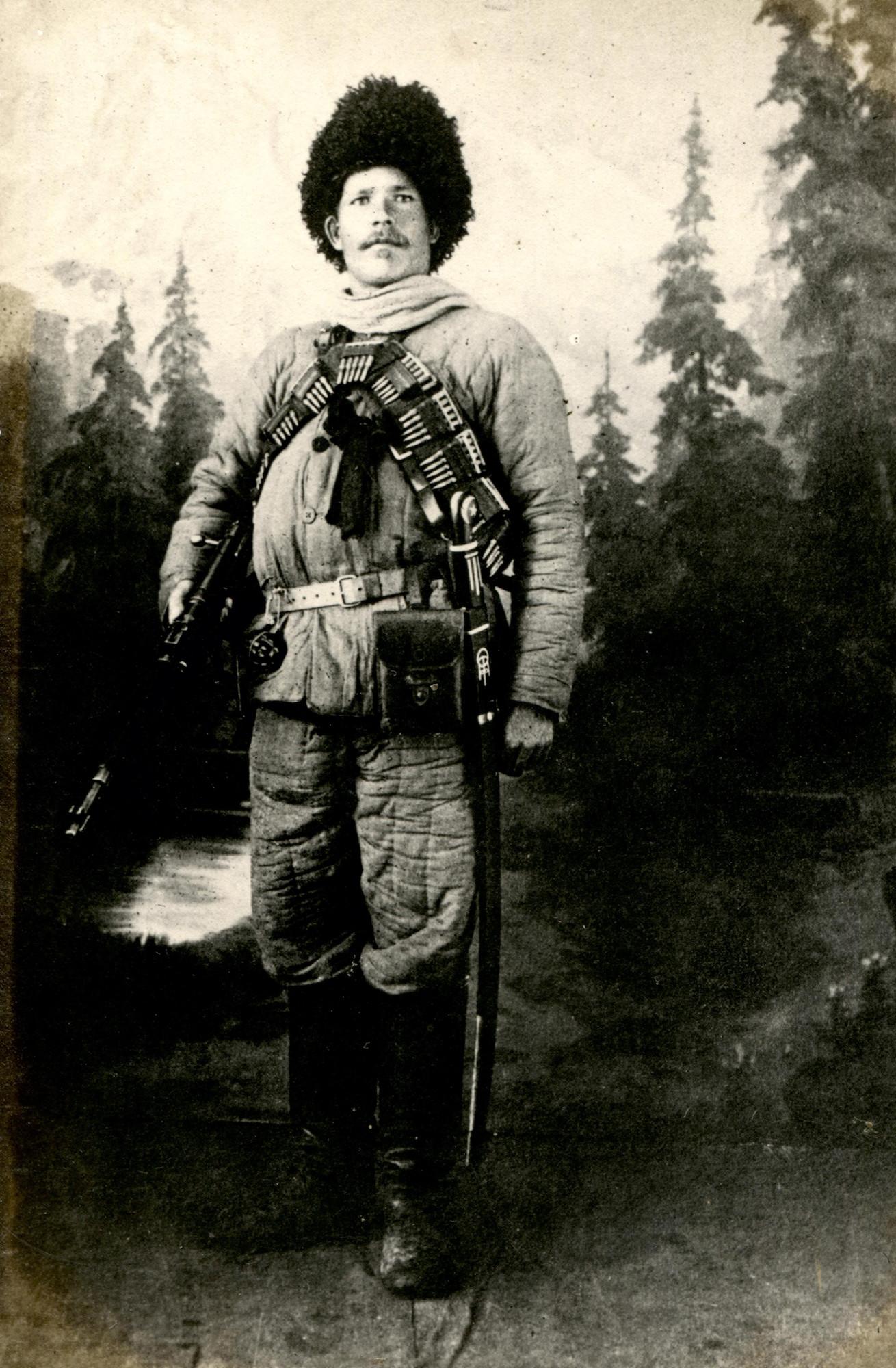 Командир партизанского отряда А. Н. Кочнев. Фотосалон «Идеал».    Март 1920 года   © КГБНУК г. Хабаровск «ХКМ имени Н. И. Гродекова»