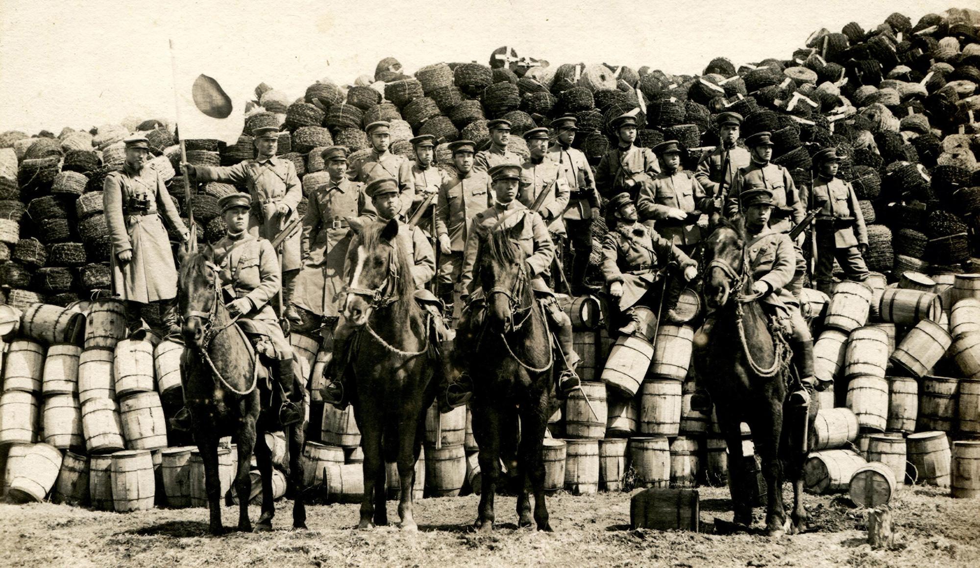 Отдельный отряд Фукамидзу с трофейным имуществом. Красная Речка.    Апрель 1920 года   © КГБНУК г. Хабаровск «ХКМ имени Н. И. Гродекова»