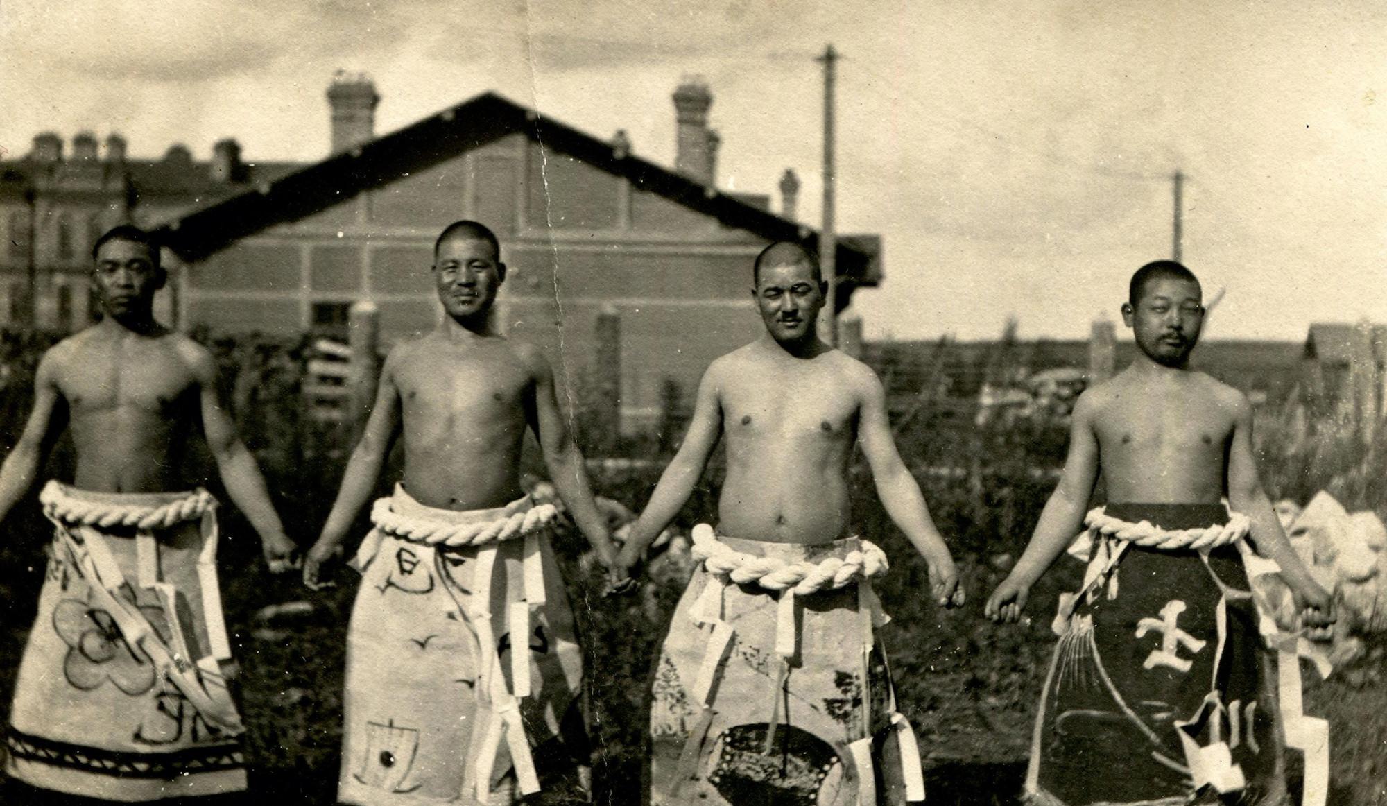 Японские солдаты — участники состязаний по сумо.    1919–1920   © КГБНУК г. Хабаровск «ХКМ имени Н. И. Гродекова»