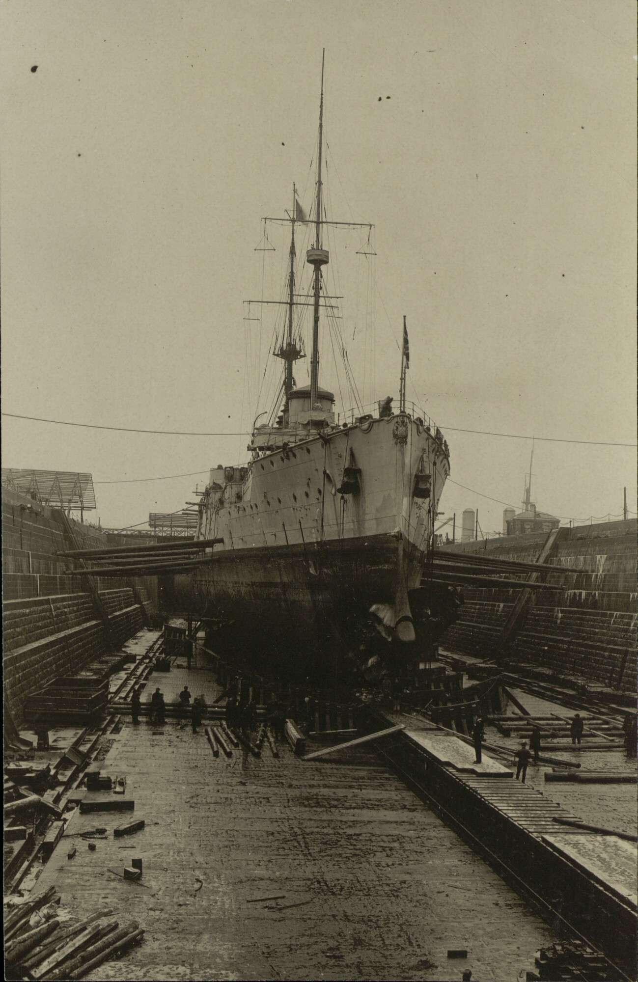 Броненосный крейсер «Рюрик» в Алексеевском доке