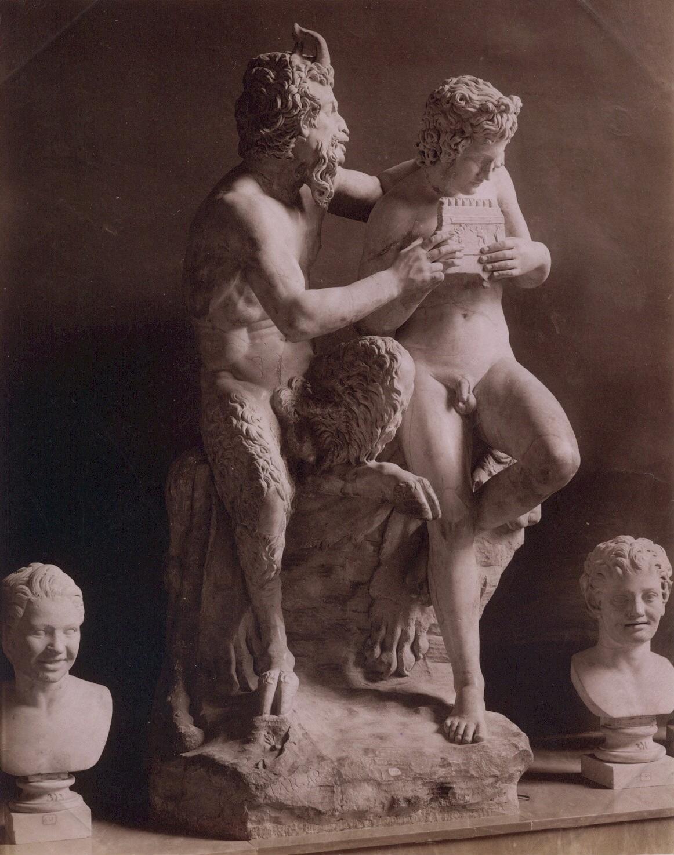 Джорджо Зоммер.    Марсий и Аполлон. Национальный археологический музей Неаполя, 1870‑е   Альбуминовый отпечаток