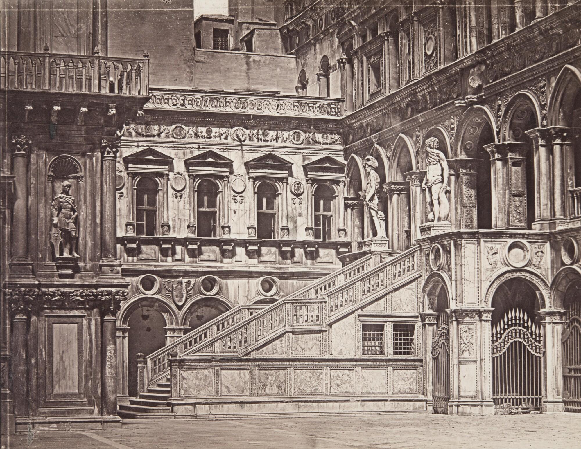 Доменико Брезолин.  Лестница Гигантов во внутреннем дворе Дворца дожей,1850‑е Альбуминовый отпечаток