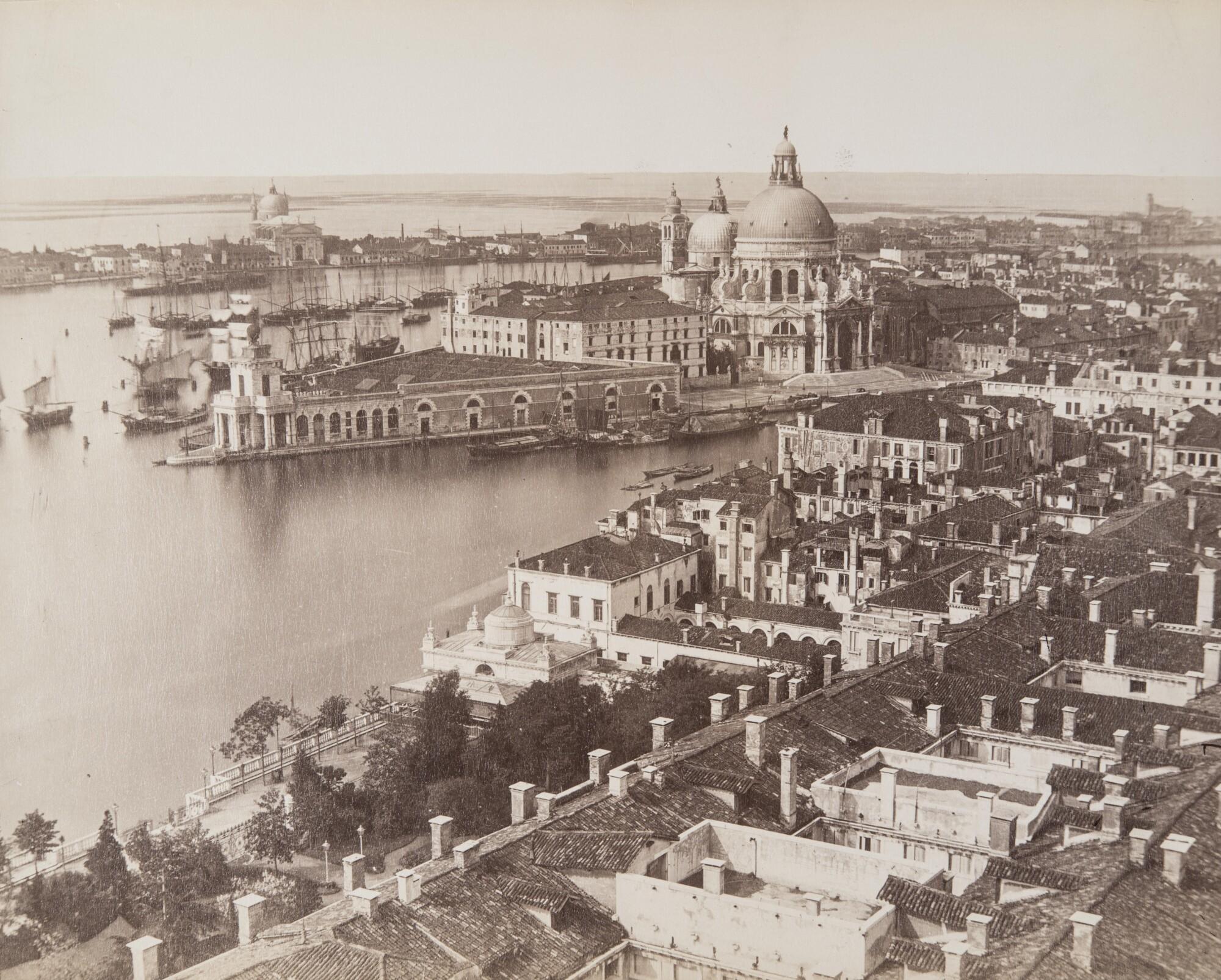 Карло Понти.    Вид с кампанилы собора Святого Марка на Гранд-канал, 1860‑е   Альбуминовый отпечаток