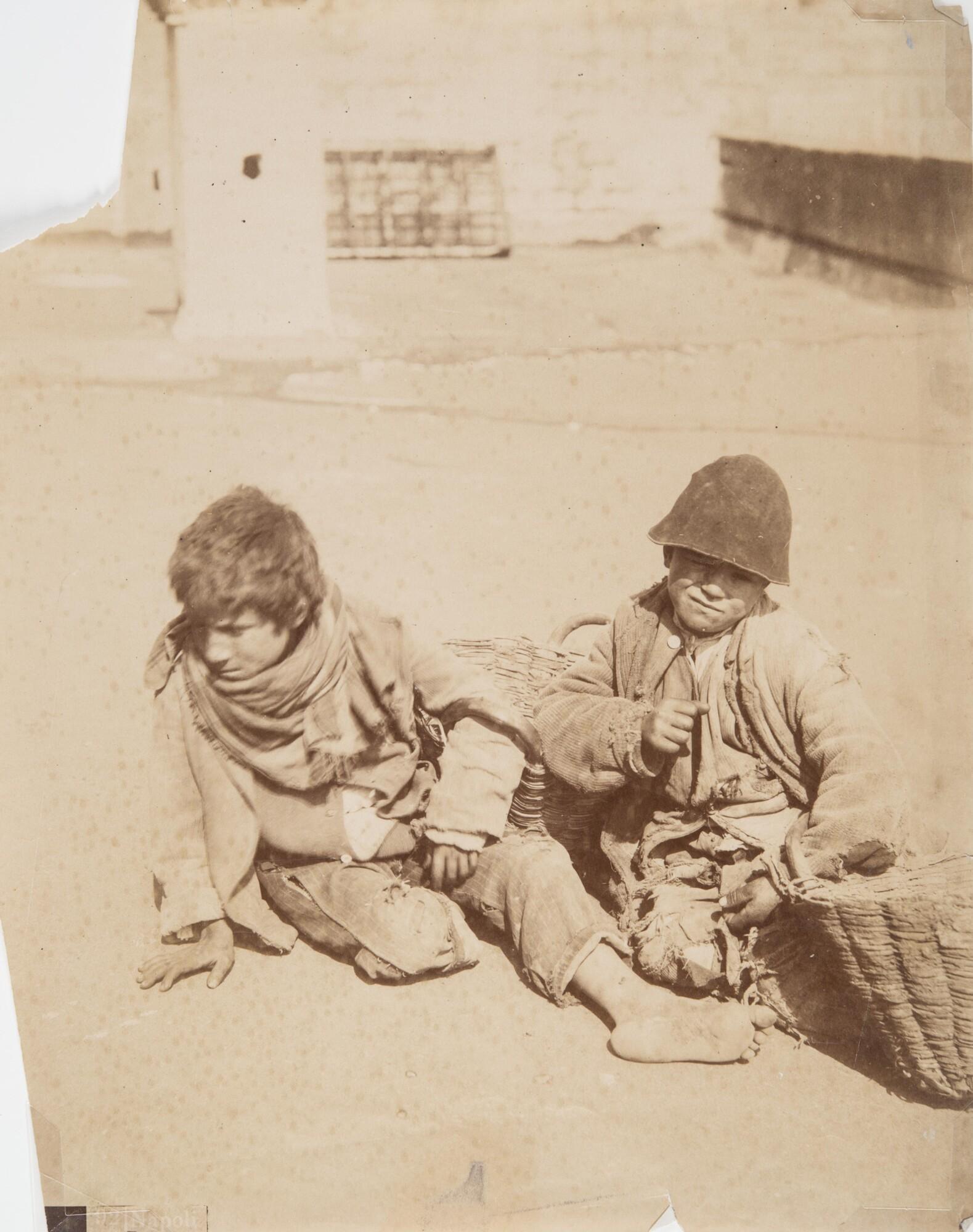 Джорджо Зоммер.    Уличные мальчишки, 1880   Альбуминовый отпечаток