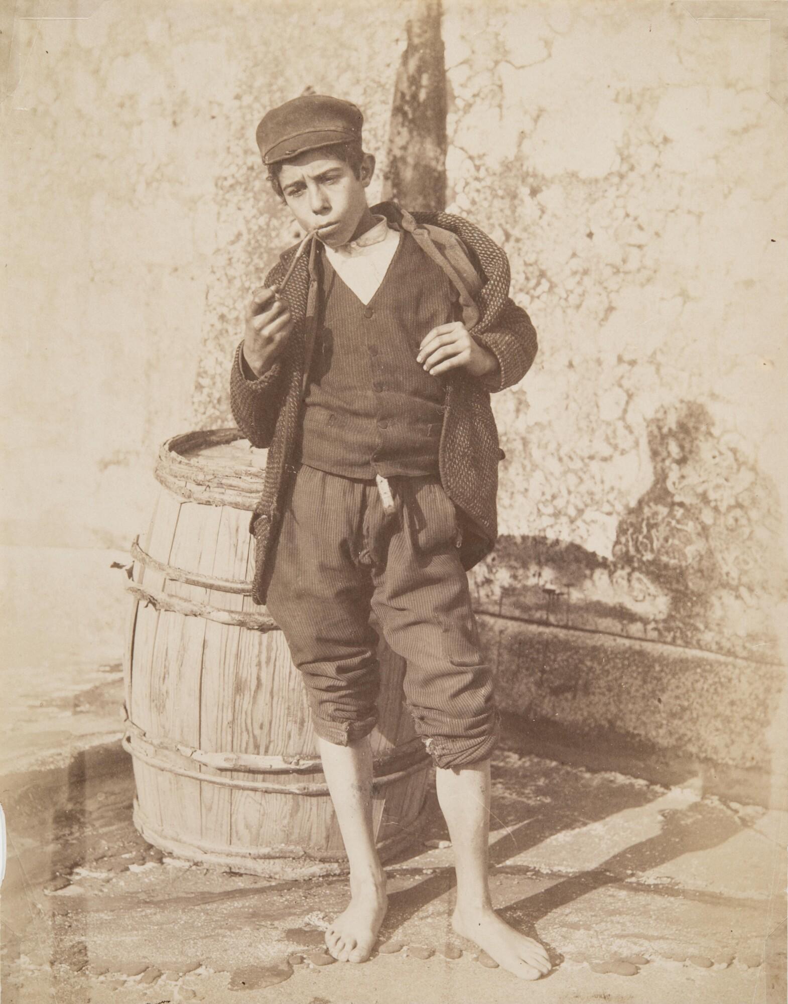 Джорджо Зоммер.    Уличный мальчишка, 1880‑е   Альбуминовый отпечаток