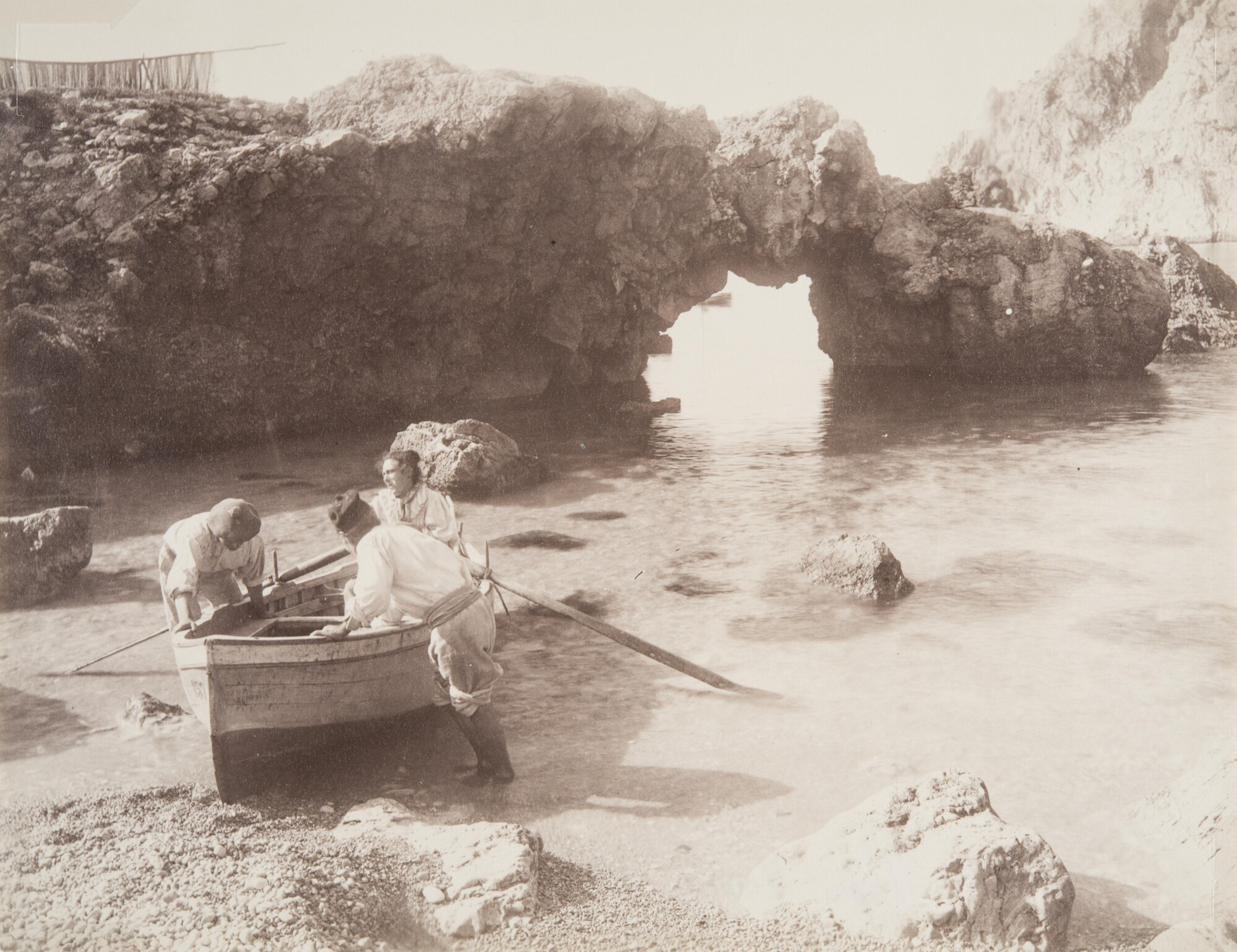 Джакомо Броджи.    Рыбаки на пляже Марина Пиккола,1900‑е   Альбуминовый отпечаток