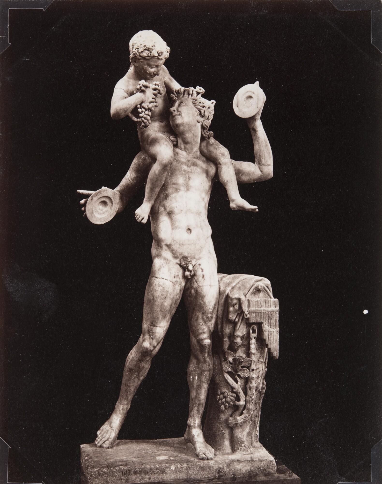 Джорджо Зоммер.    Сатир с младенцем Дионисом. Национальный археологический музей Неаполя, 1870‑е   Альбуминовый отпечаток