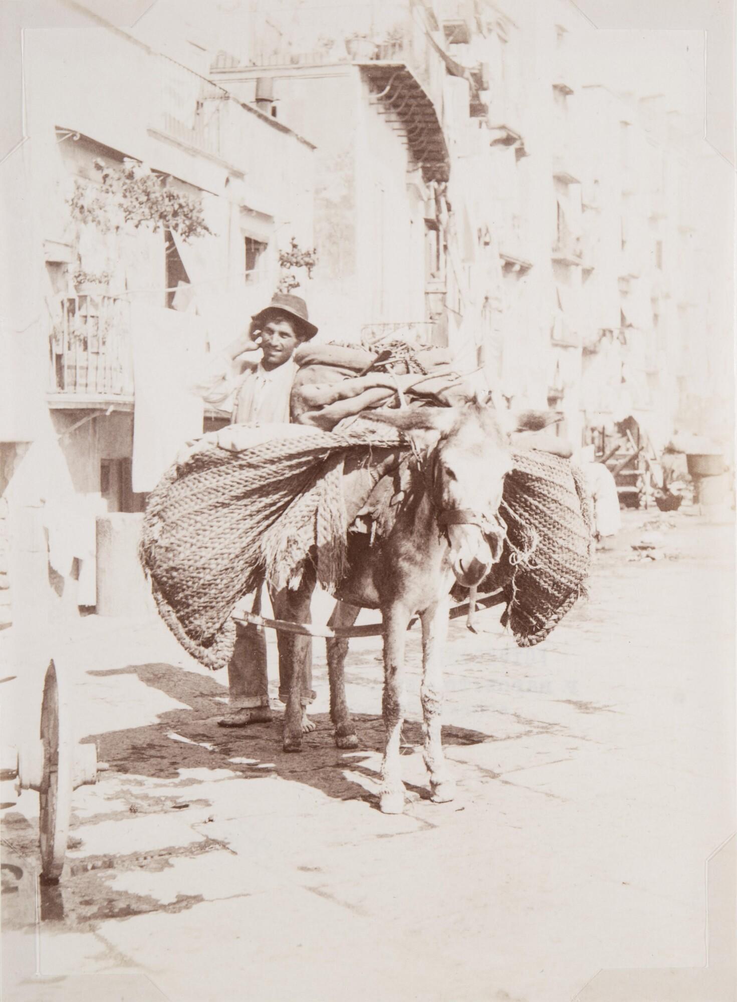 Фотоателье Эспозито.    Крестьянин, ведущий осла, груженного мешками, 1870–1890‑е   Альбуминовый отпечаток