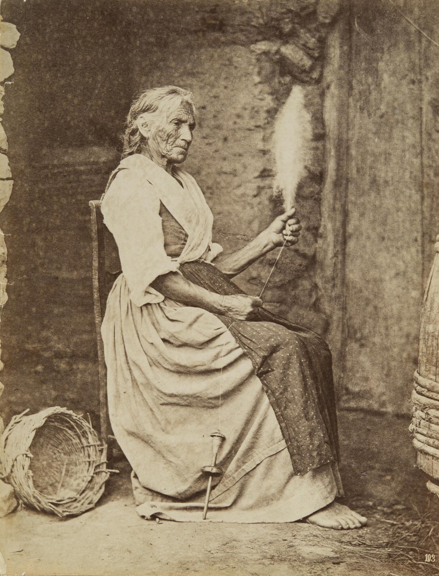 Карло Найя.    Женщина за пряжей. ОстровКапри,около 1865   Альбуминовый отпечаток
