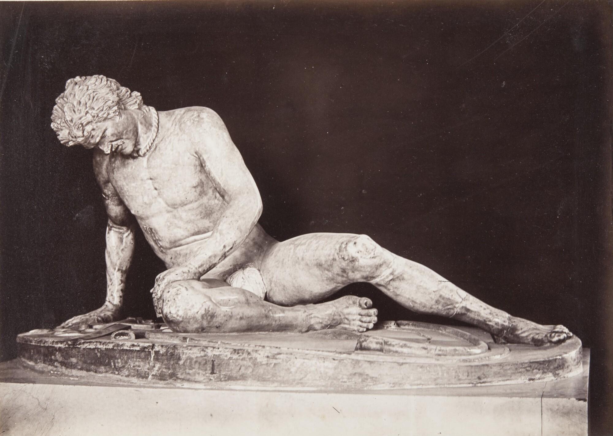 Роберт Тернбулл Макферсон.    Умирающий галл.Капитолийские музеи,1860‑е   Альбуминовый отпечаток