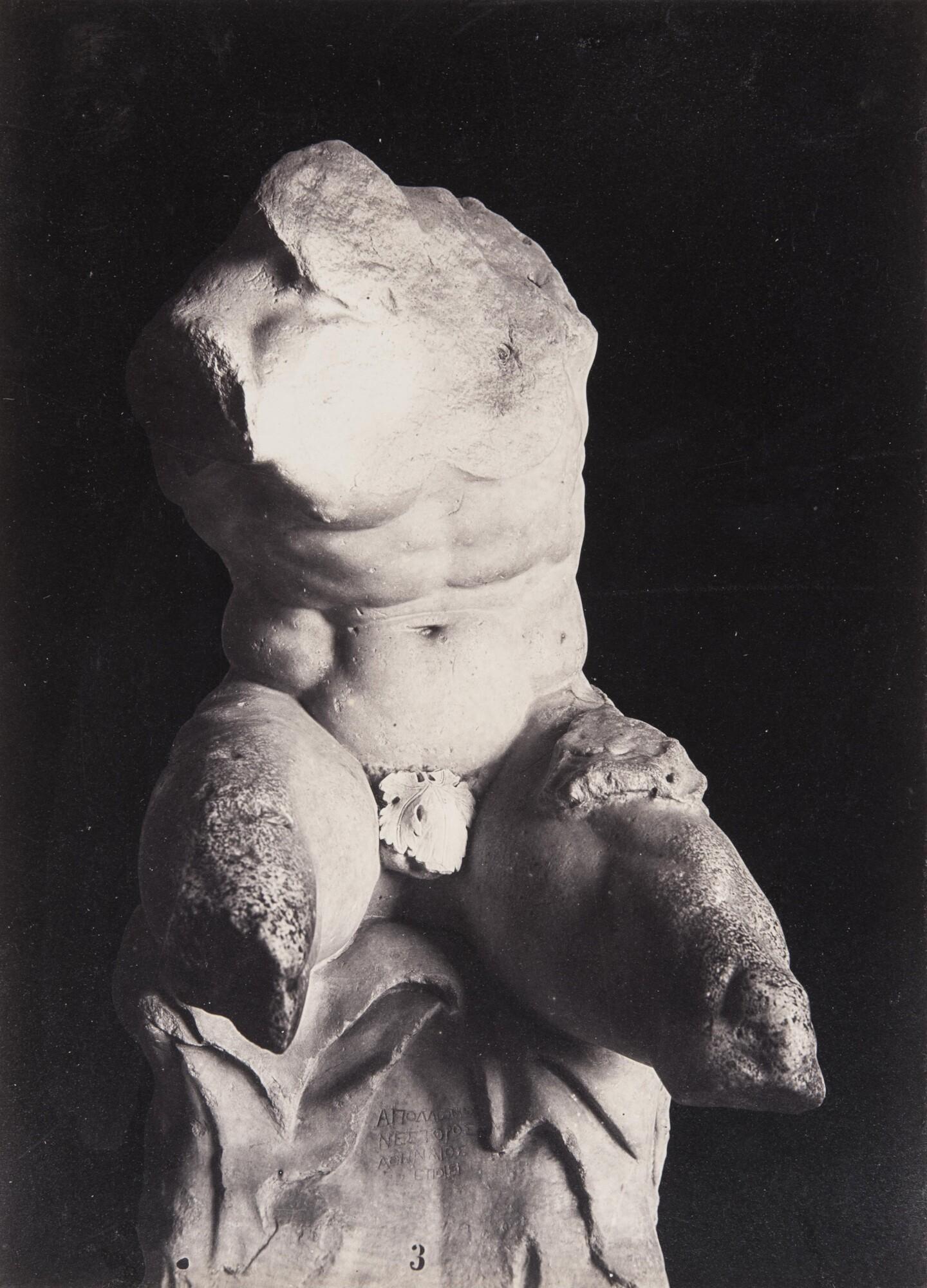 Роберт Тернбулл Макферсон.    Бельведерский торс. Музей Пио-Клементино. Ватикан, 1860‑е   Альбуминовый отпечаток