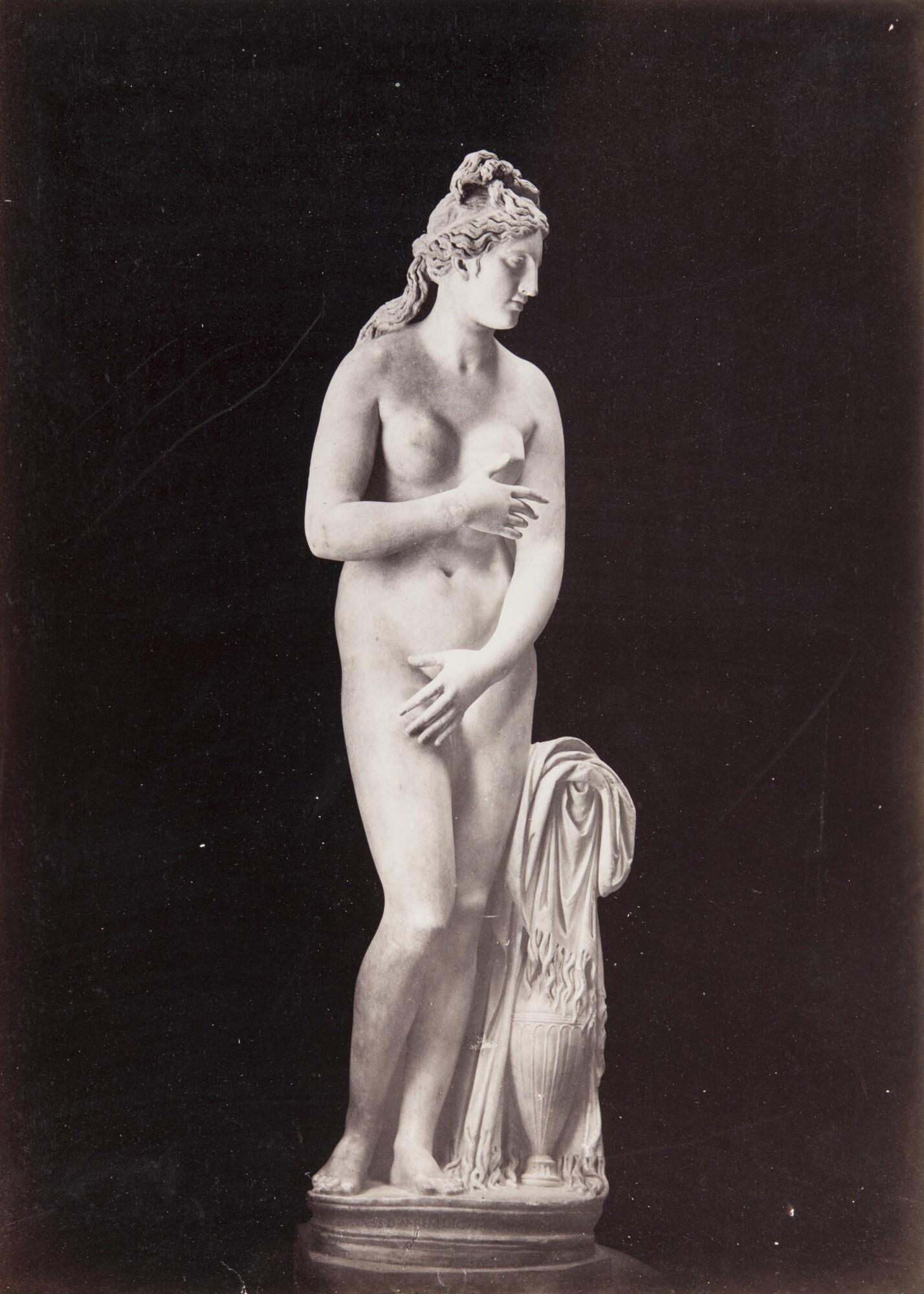 Роберт Тернбулл Макферсон.    Венера Капитолийская. Капитолийские музеи,1860‑е   Альбуминовый отпечаток