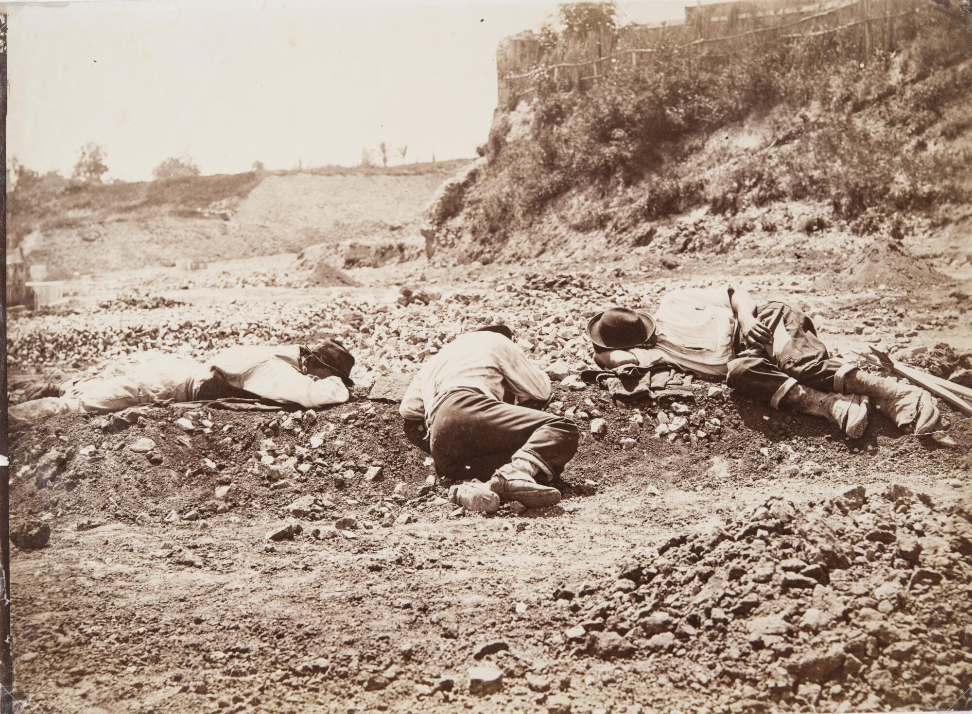 Иньяцио Куньони.  Спящие дробильщики камней,1872 Альбуминовый отпечаток