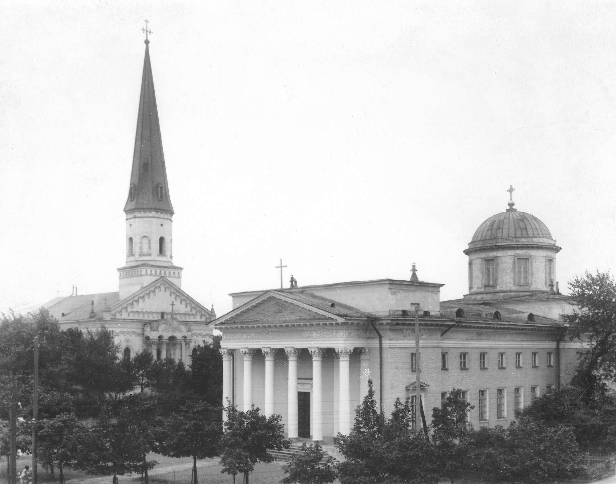 Фасад здания лютеранской церкви святой Елизаветы и римско-католического костела