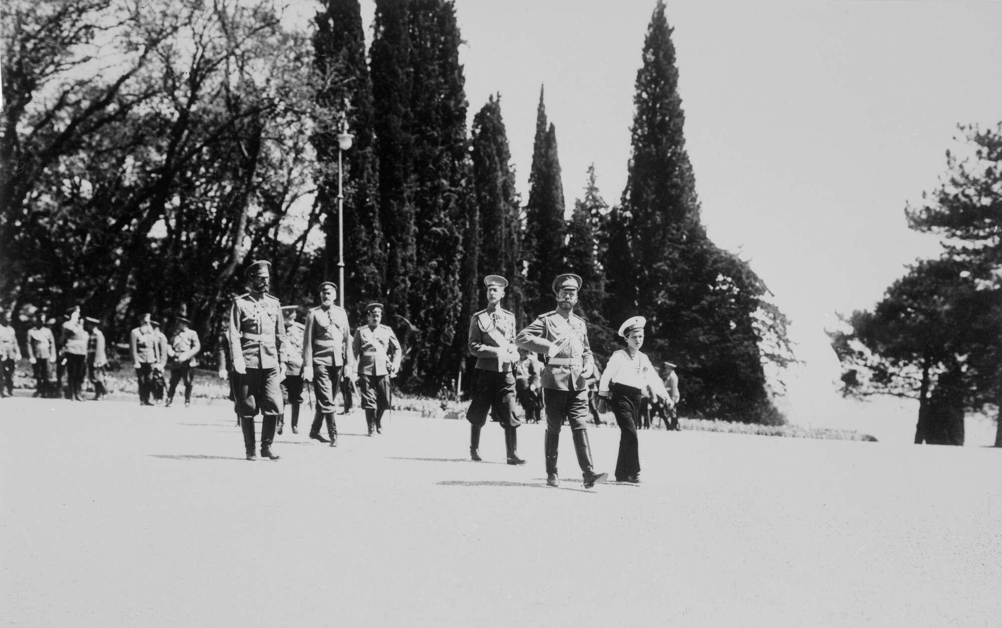 Неизвестный автор.    Возвращение императора Николая II и великого князя наследника цесаревича Алексея Николаевича с парада,Ливадия, 23 апреля 1914, ©РГАКФФД