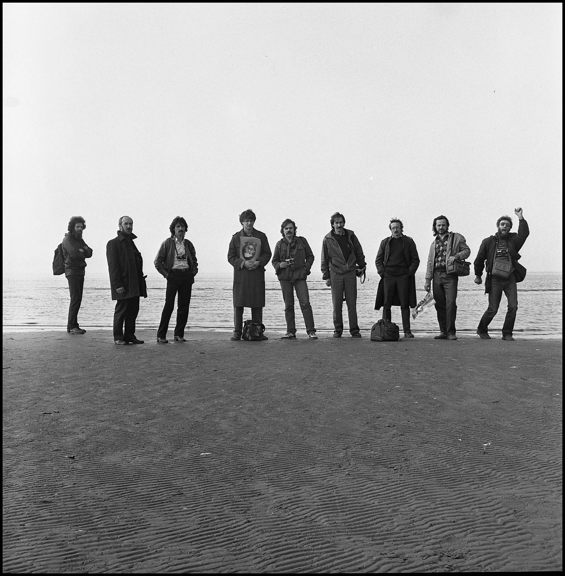 Слева направо: А. Чежин, П. Иванов, В. Капустин, А. Титаренко (с портретом Б. Михалевкина), А. Усов, С. Арсентьев, С. Королев, В. Алферов, А. Гезенцвей..