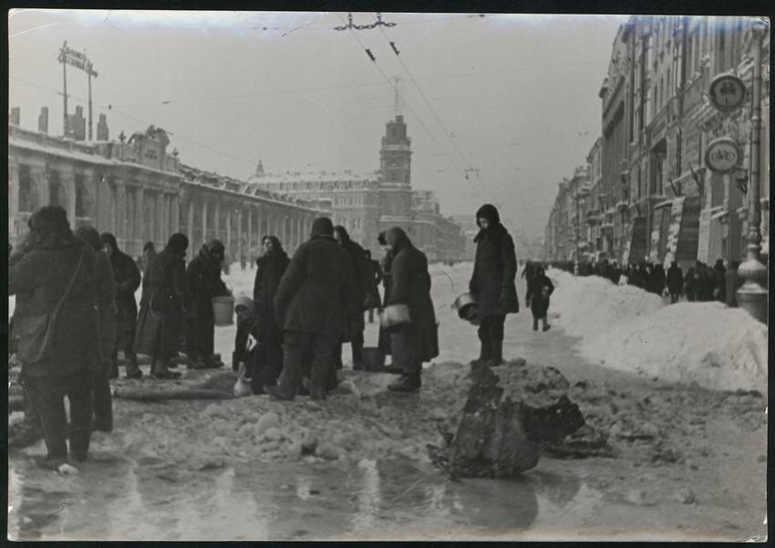 Б. П. Кудояров.    Блокадный Невский проспект   1941–1944