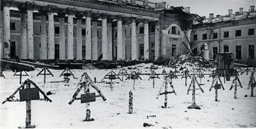 Б. П. Кудояров.    Пушкин. Александровский дворец   1944
