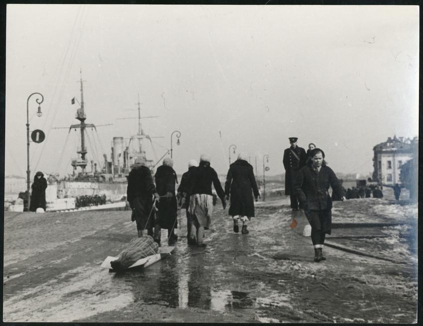 Б. П. Кудояров.    Улица блокадного города   1941