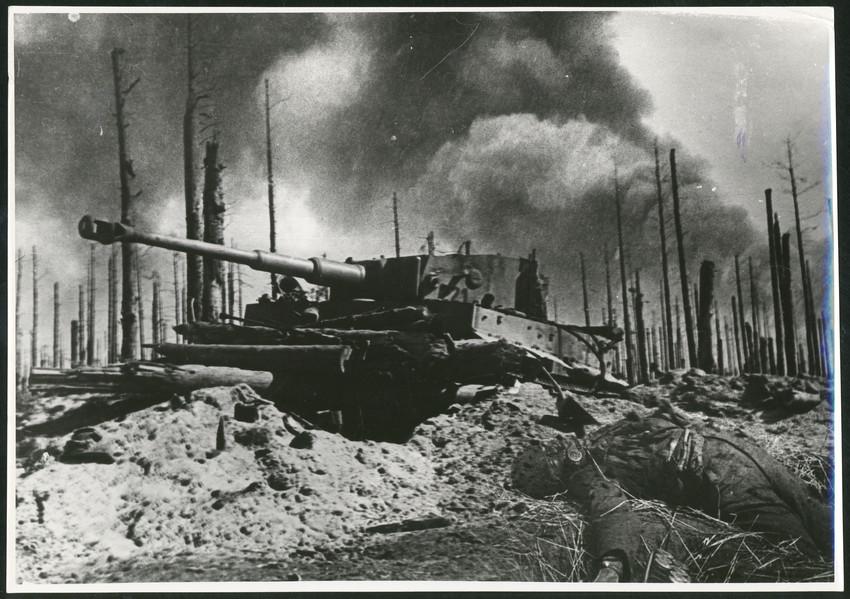 Б. П. Кудояров.    На поле боевых действий. Невская Дубровка (Невский Пятачок)   1943