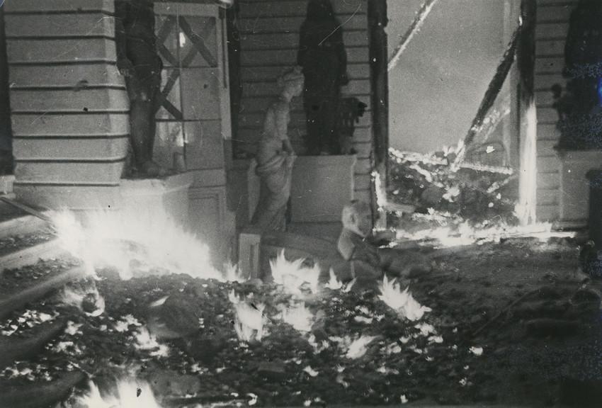 Б. П. Кудояров.    Павловский дворец   1944