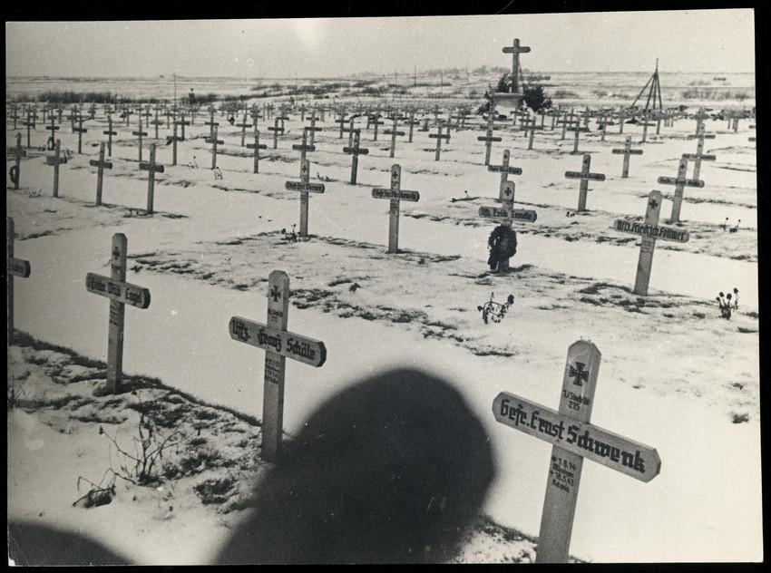 Б. П. Кудояров.    Немецкие захоронения   1944