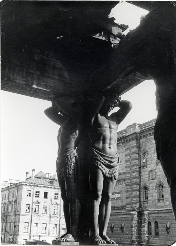 Б. П. Кудояров.    Новый Эрмитаж. Последствия артобстрела   1941
