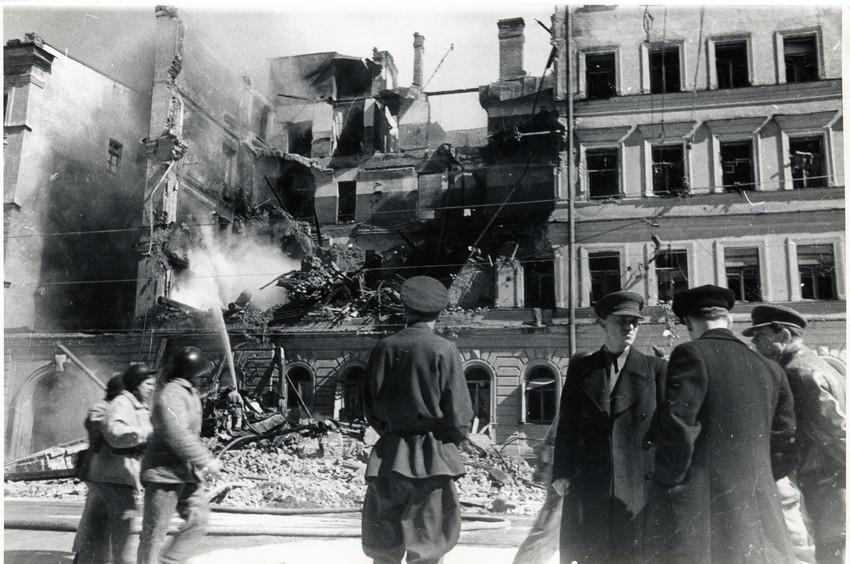 Б. П. Кудояров.    Ленинградская улица   1942