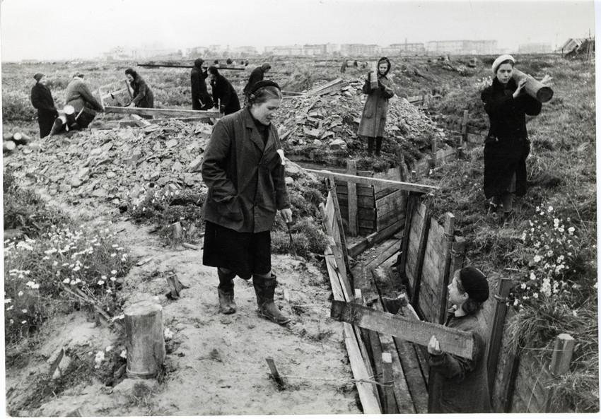 Б. П. Кудояров.    Строительство оборонительных сооружений под Ленинградом   1941