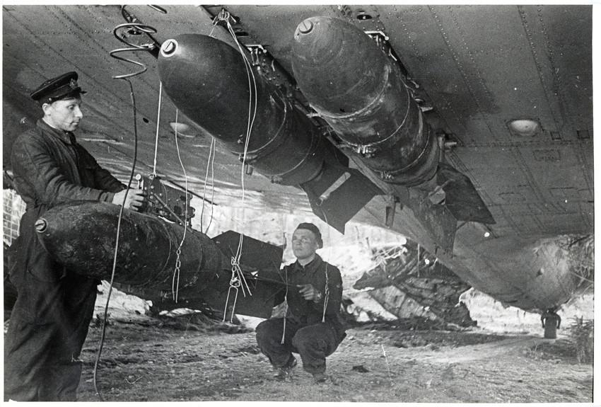 Б. П. Кудояров.    1-й минноторпедный полк КБФ перед бомбежкой   1942
