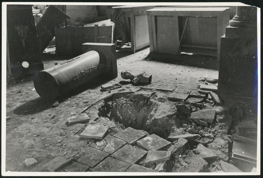 Б. П. Кудояров.    Эрмитаж. Последствия артобстрела   1941–1944