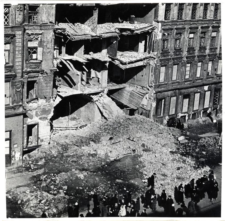 Б. П. Кудояров.    Блокадный Невский проспект   1942