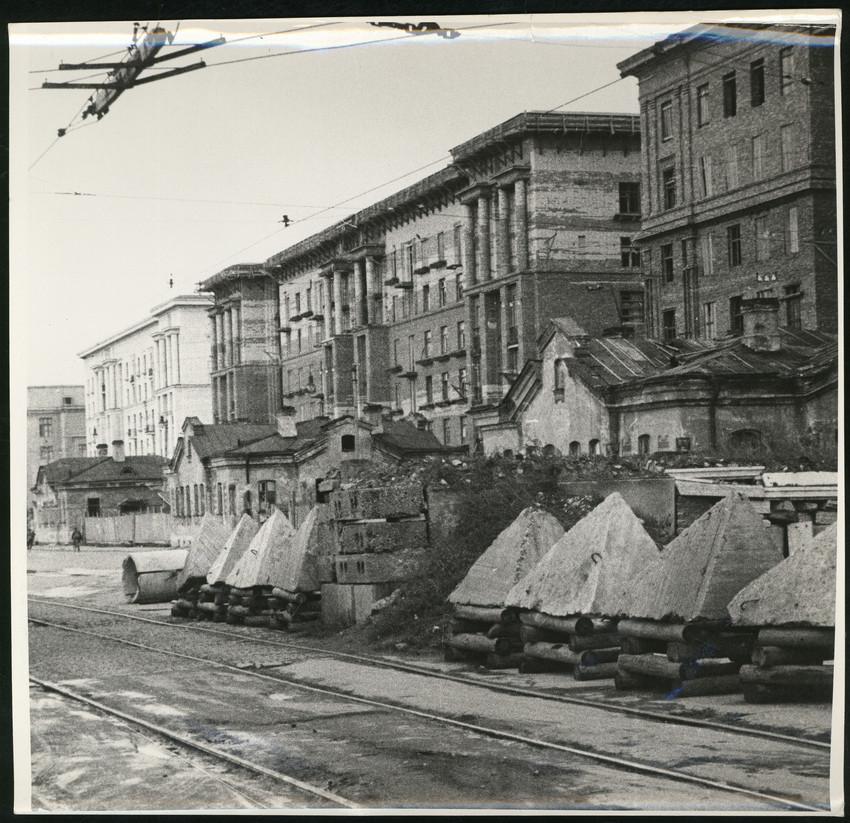 Б. П. Кудояров.    Улица блокадного Ленинграда   1942