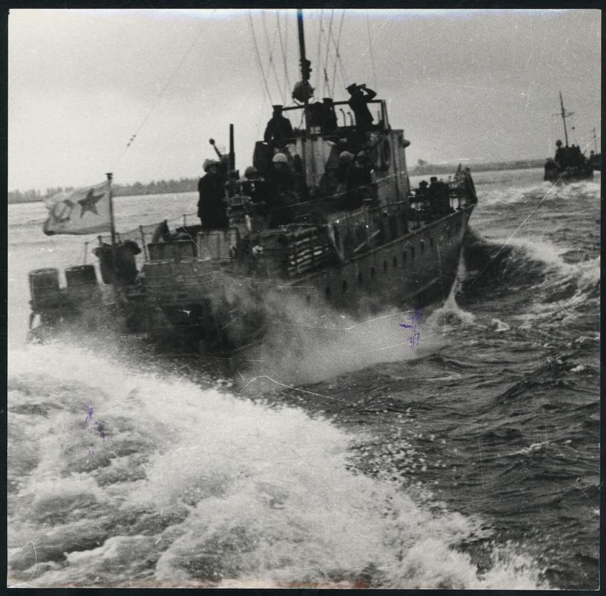 Б. П. Кудояров.    Корабль Балтийского Флота. В походе   1942