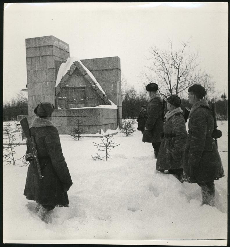 Б. П. Кудояров.    Клятва бойцов перед прорывом блокады   1944