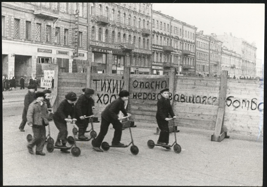 Б. П. Кудояров.    Блокадный Невский проспект   1941