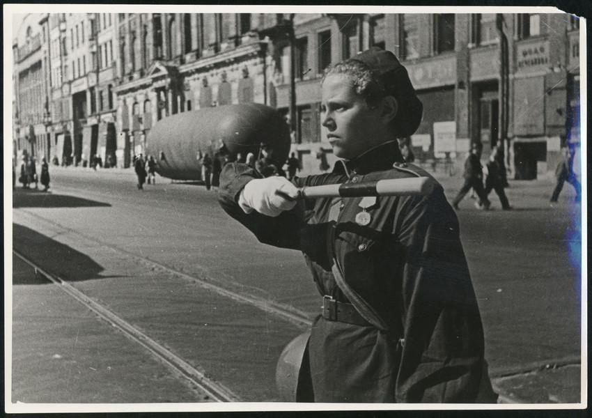 Б. П. Кудояров.    Блокадный Невский проспект   1943