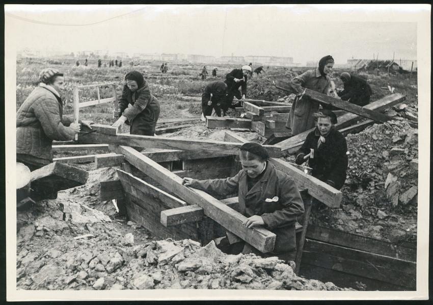 Б. П. Кудояров.    Возведение оборонительных сооружений   1942