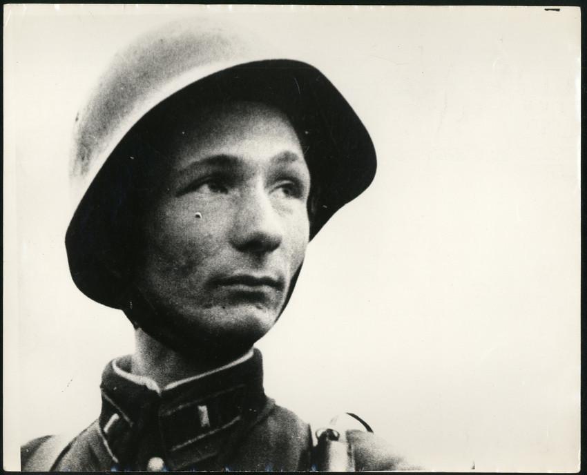 Б. П. Кудояров.    Портрет Героя Сов. Союза Николая Козлова   1942–1943