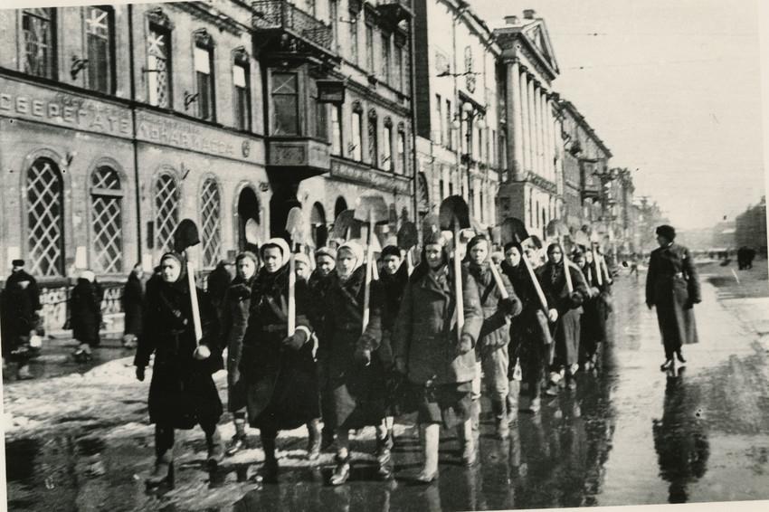 Б. П. Кудояров.    На ленинградской улице   1941–1945