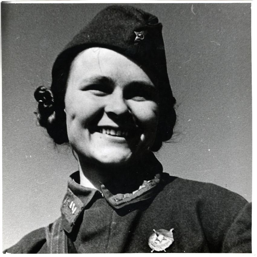 Б. П. Кудояров.    Знатная санитарка Орлова   1942