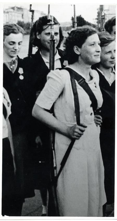 Б. П. Кудояров.    Комсомольцы Московского района   1944