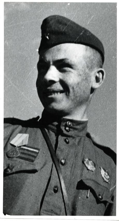 Б. П. Кудояров.    Снайпер 72-й стрелковой дивизии Григорий Михайлович Симанчук   После июня 1943
