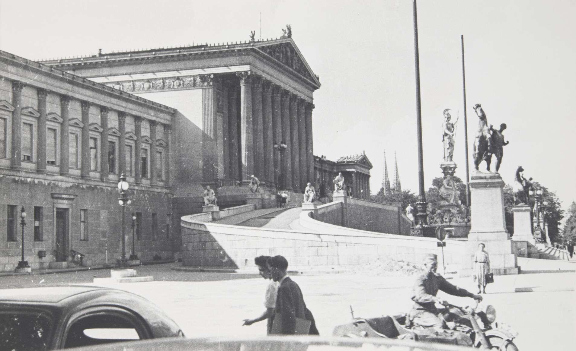 Иван Шагин.    Освобожденная Вена   Австрия,Вена, 1945