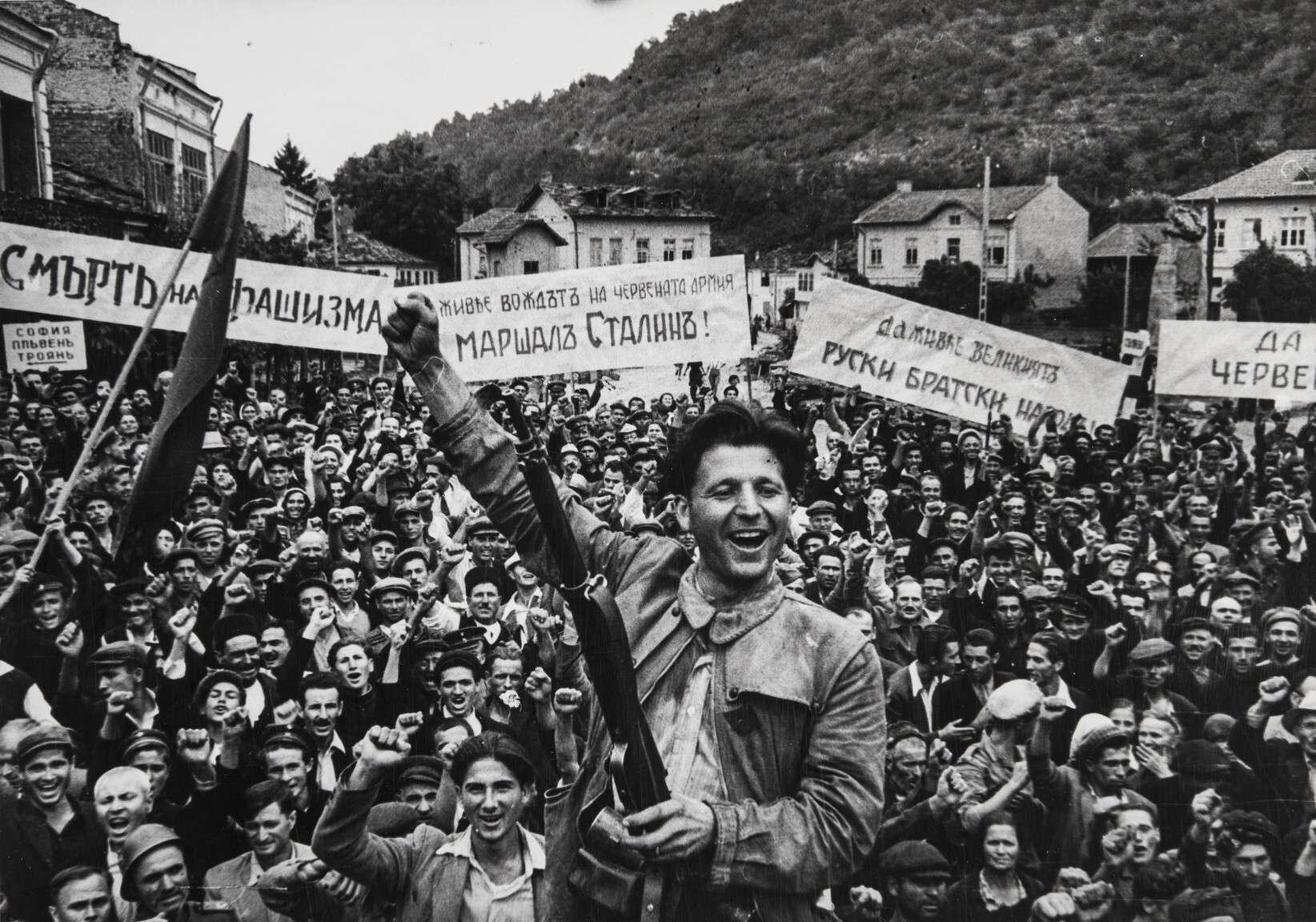 Евгений Халдей.    Освобождение Болгарии. Коча Караджев   Болгария, 1944