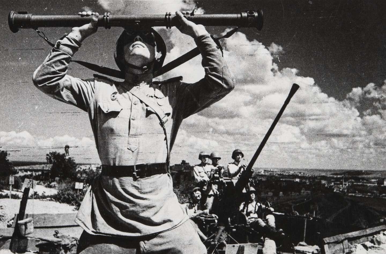Е. А. Халдей.  Без названия (Артиллеристы) Севастополь, СССР, 1944