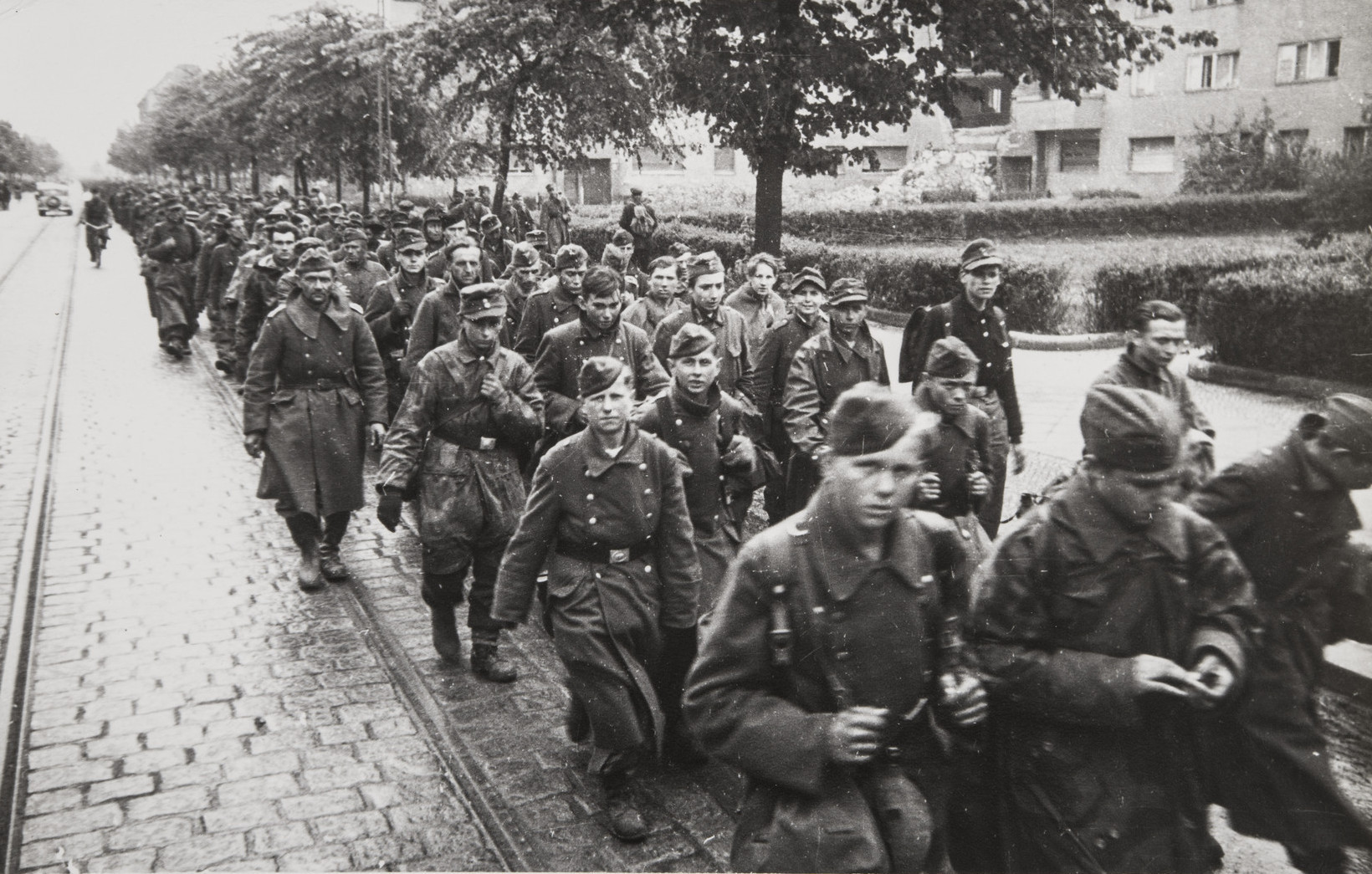 Е. А. Халдей.    Колонна пленных   Берлин, Германия, 1945