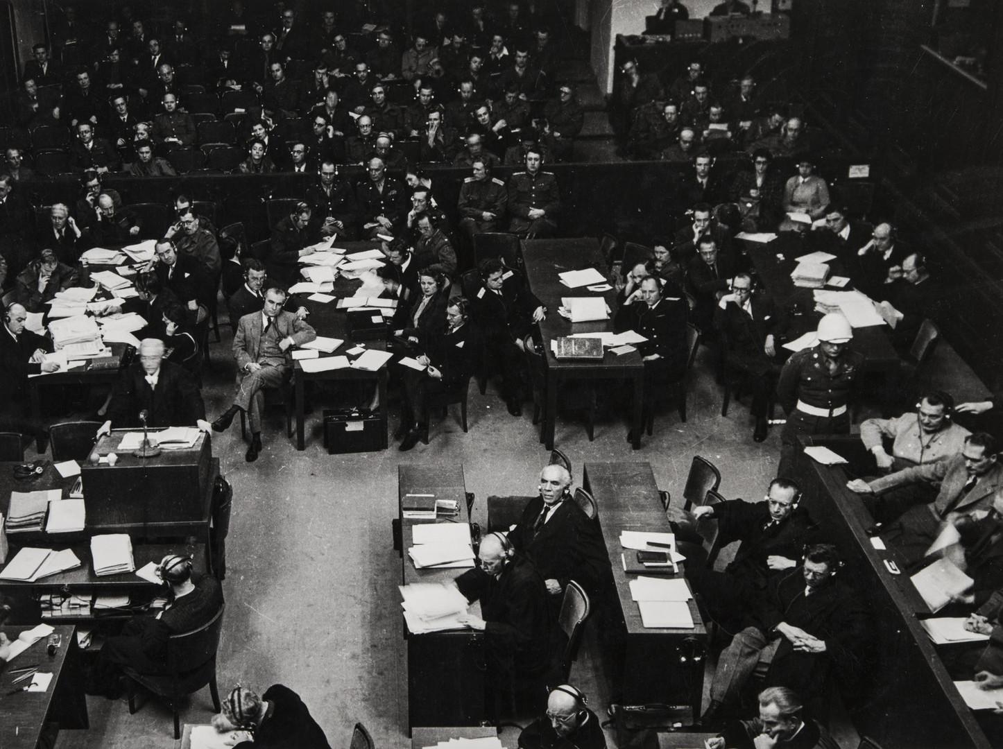 Е. А. Халдей.    Нюрнбергский процесс, зал заседаний   1946