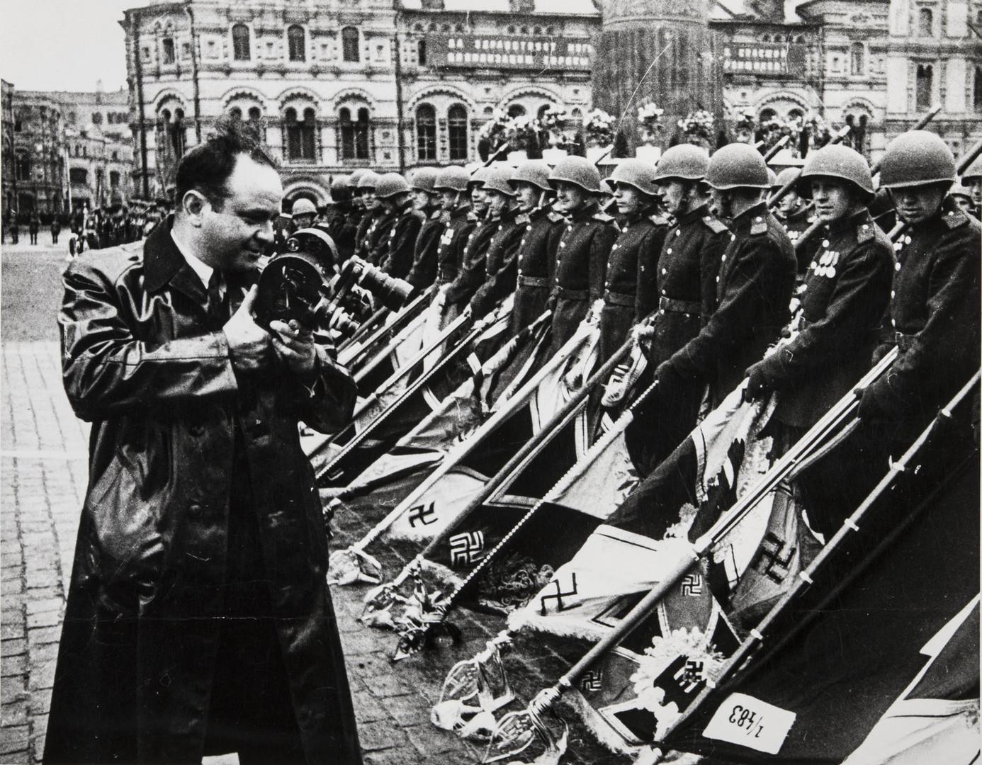 Е. А. Халдей.    Перед началом Парада Победы   Москва, СССР, 1945